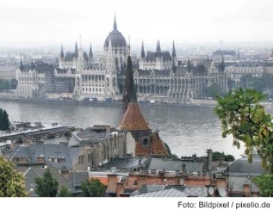 Blick zum Budapester Parlament